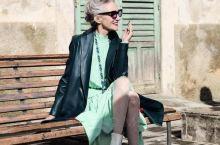法国女人优雅,尤其是老太太,这种优雅是从骨子里散发出的。法国巴黎是世界的时尚之都,而法国女人也无疑是