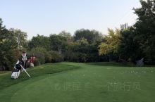 秋日运动高尔夫 这天气打球爽