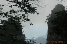 三清山又名少华山、丫山,位于中国江西省上饶市玉山县与德兴市交界处。因玉京、玉虚、玉华三峰宛如道教玉清