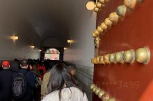 金秋十月来北京看故宫真是好季节!多年前来过故宫,不记得是从天安门城楼经过,这次竟然能近距离触碰天安门