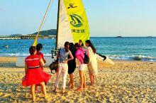 海边拾影――来三亚的游人几乎都会在第一时间涌向海边。我在三亚的五天时间,除了在亚龙湾海边漫步,还用了