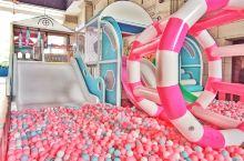 名座假日酒店,住客免费场所 乐廊游乐场,里面游乐设施很多,淘气城堡、波波池、旋转滑梯、蜘蛛塔、自由蹦