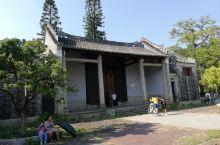 广州大学城的奇葩之一——郭塱郭氏宗祠  在建广州大学城时,原来的民居是集体搬迁的,只有极个别极少数的