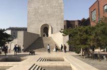 中国油画院美术馆~一个小众美术馆~白色的礼堂很受欢迎,好多拍婚纱照的,还有模特在拍时尚大片~开放的展