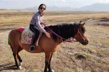 山丹军马场,世界第二大的军马场,骑马50元一个小时。