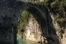 位于福泉的葛镜桥,两岸悬崖峭壁,风景秀丽,非常漂亮。