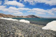 巴木措意为勇士湖 紧邻纳木错 是纳木错的姊妹湖 临近五一的巴木措湖岸尚有未化的冰雪堆  湖面风力有七