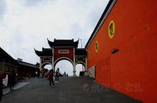 茅山位于江苏省句容市,江苏省西南部。地处句容、金坛两县交界处,南北约长10千米,东西约宽5千米,面积