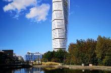 个人认为,称为扭腰塔更为形象,虽然他是一座兼居住与办公的大楼,呵呵。马尔默本是一座被遗忘的小城,但因