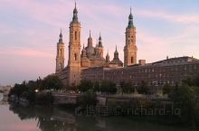 西班牙萨拉戈萨,皮拉尔圣母大教堂,广场规模宏大