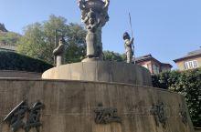 西津渡古镇历史悠久,依山傍水,北临长江南起云台山。西津渡古街是镇江文物古迹保存最多、最集中、最完好的