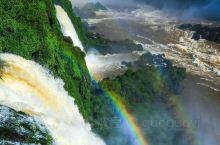 驻足于落差千尺山峦之巅,欣赏着色彩斑斓光线与美景,世间所有的烦恼均烟消云散