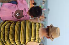 绥中,我们一家三口,来到海边,虽然没有三亚,和厦门好,但是胜在路途比较近,儿子挖沙子,媳妇拍照,我下