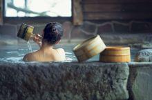 这次泡汤算是泡爽了,在鹿儿岛指宿泡了砂浴温泉,据说只有指宿有!看图二!就是被活 mai 在黑沙里,叫