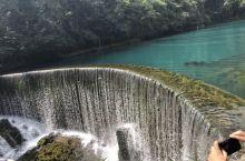贵州小七孔风景区,风景非常的美丽,贵州标志性景点之一,主景是小七孔桥,有六百多年历史,里面瀑布河流交