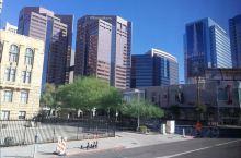 凤凰城也就是菲尼克斯,属于沙漠中的大城市,热带沙漠气候,市中心没有什么人。由于二战时期是赫赫有名军事