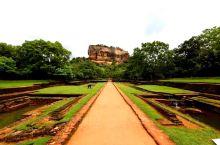 狮子岩 — 世界级珍贵遗产         狮子岩,斯里兰卡斯基里亚(Sigiriya)的巨岩王朝(