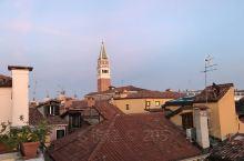 圣马可大教堂 叹息桥 圣马可广场的夜,叹息桥,金桥,威尼斯商人集市。觉得威尼斯是一个必去的城市,走在