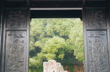 冬季的鹅鼻嘴公园,免费开放。向上,可以看到鹅山炮台,雄伟壮观的中国第一悬索桥横贯旅游区中部,形成以大