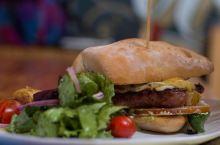 圣何塞餐厅推荐 日落最佳观赏地 Tenedor Argentino餐厅位于圣何塞的市中心,位置比较好
