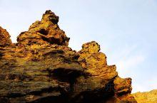 新疆柯坪的大湾沟上奥陶统底界,全球辅助层型剖面,据说是世界四大什么地质考古之一,四亿年前一场火山后的