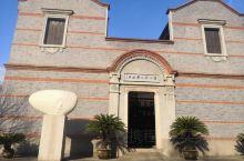 徐志摩故居   徐先生的故居,整体来说比较小,而且里面基本上没什么东西,几本出版的诗文集一些家具。打