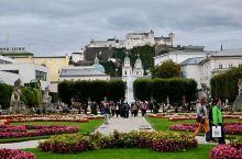 奥地利 萨尔茨堡。和大多数欧洲老城一样,这里有居高临下的要塞、宏伟壮观的教堂、古朴整洁的街道,但萨尔
