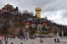 独克宗古城是一座历史文化名城,独克宗藏语意为白色石头城,寓意月光城,几年前的一场大火烧毁了100多栋