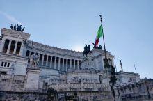 这个地方实在是太美了~ 顺着台阶上去 可以远观很多地方,还有海鸥 教堂里面可以免费进入. 威尼斯广场