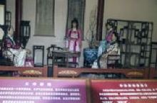 济南,人们称为泉城, 以散布在城区里大大小小的泉眼闻名, 最有名的肯定是趵突泉, 也确实是在济南一众