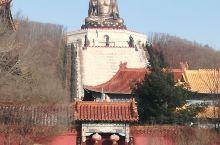 正觉寺 一个具有悠久历史的寺院,在寺院的山门前,可以清楚地看到金鼎大佛的全景。