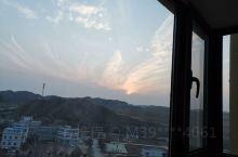 站在自家的阳台拍到了一只飞起的云鸟,特分享给各位爱好摄影的友友们。总觉得自己老家买的房子很美,曾做了