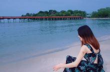 距离吉隆坡市中心大约一个多小时的路程,是最近的海滩。  风景优美,空气清新。这里远离城市的繁忙和喧嚣