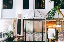 吉隆坡|颜值与美味同时在线的网红餐厅  这家BLONDE餐厅的风格设计有点欧洲的异域风情,一眼看上去