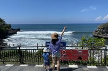 巴厘岛海神庙,这个算是常规打卡景点之一了。  ·始建于16世纪,是巴厘岛最重要的海边庙宇之一,也是巴