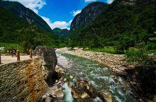 鹿院坪位于恩施大峡谷开发区内的恩施市板桥镇,平均海拔1700米,但也有两条河流,一条叫刘廖河,一条叫