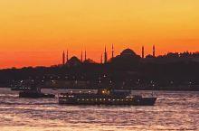 【A Day in Istanbul】  站在欧洲,隔着博斯布鲁斯海峡,远眺亚洲。曾经的君士坦丁堡,