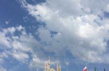 时尚之都米兰。白色的米兰大教堂,尖顶上精湛的雕塑无不让人惊叹艺术的魅力