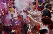 尼泊尔的洒红节—加德满都杜巴广场,一场最嗨的color party。亲身感受尼泊尔洒红节的快乐和疯狂