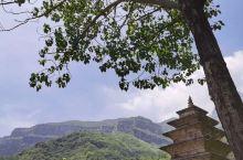 林州石板沟景区属于南太行山,太行山把其最秀美的一段给了河南,这里的太行山雄奇秀丽。