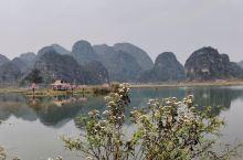 这是位于云南省普者黑景区的三生三世十里桃花 看过杨幂演的那个三生三世那个电视剧的宝宝们应该对这个地点