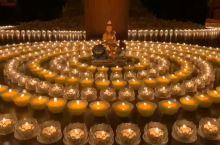 四月初四,文殊菩萨生日 文殊菩萨道场五台山,僧众诵经,供灯祈福,文殊菩萨加持众生,身心健康,增福增慧