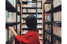 发现成都好书店|开在美食广场里的西西弗 仍能让你安静看书  欢迎来到吴呜的「发现书店」系列,主页有更