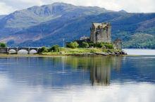 Eilean Dornie castle宛在水中央