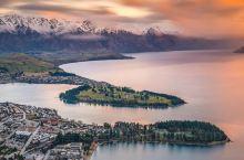皇后镇新西兰|「吉他小镇」的3种高空玩法 位于瓦卡蒂普湖畔的皇后镇从高处看有点点像一个吉他,晚上的它
