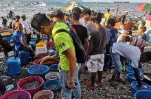 房间虽小,但是非常干净,老板做事认真负责,带我们去海鲜市场买海鲜,帮我们杀价,非常感谢!