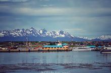 世界最南端的城市,安第斯山脉脚下的小城——乌斯怀亚。 图②是世界最南端的邮局。 像峡湾小镇,挺喜欢。