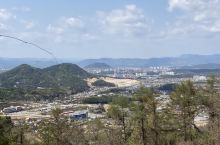 春川是江原道的一座小城,没什么特别,高楼大厦而已。不过昭阳江横穿其中,给城市增加了灵气。很多可以旅行