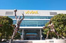 盐湖城NBA球馆正门的球员雕像
