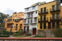 每一个房子都是一处景色,瓜纳华托真的不愧为上地打翻的颜料盒,从SLP开车2个多小时,一路上荒漠戈壁,